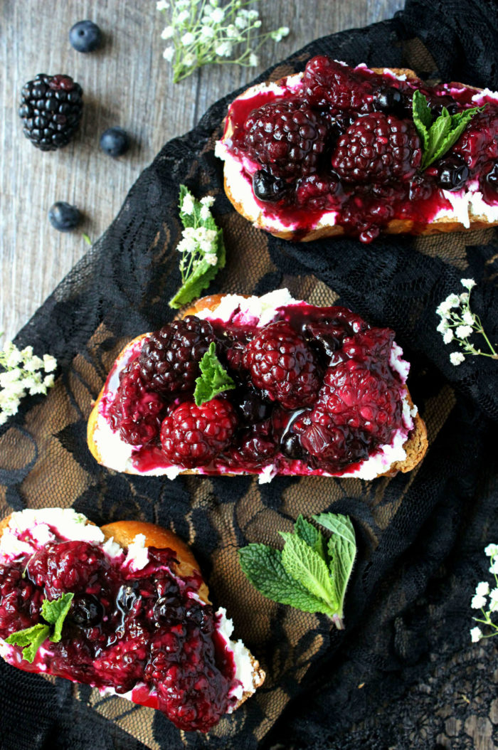 blackberry toasts